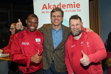 SOI-Chairman Timothy Shriver mit Global Messenger Nyasha Derera und SOD-Athletensprecher Mark Solomeyer beim Athletenforum 2020 in Berlin. Foto: SOD/Juri Reetz